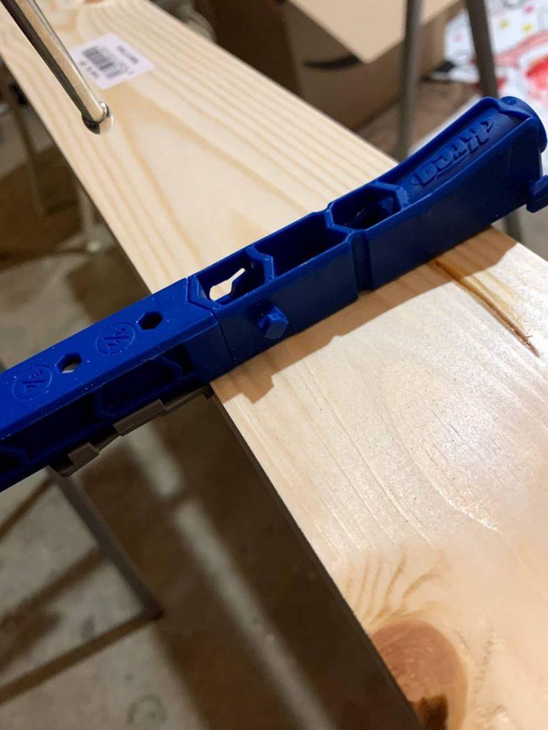 Kreg jig to make pocket holes for wooden desktop