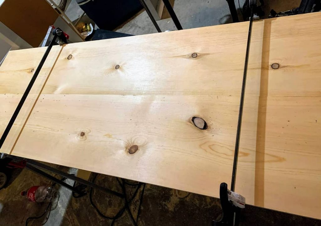 DIY jig to make straight cuts with a jigsaw or circular saw
